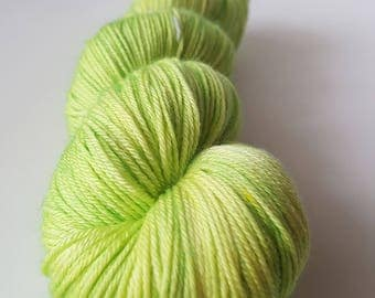 TO order - skein of Superwash Merino / Nylon - Fingering / Sock hand - dyed colors it too hot.