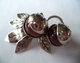 Vintage Unsigned Silvertone Horse Chestnut Brooch/Pin   Very unusual
