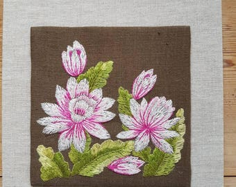 Lovely embroidered floral/water lily wallhanging in linen from Sweden