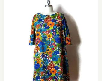 ON SALE Vintage Colorful Retro Floral  Dress /Hawaiian Dress from 70's/Bell sleeve*