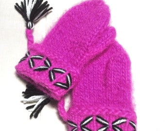 Genuine handmade pink Lovikka mittens. Very well made. Knitted According to swedish tradition. Handcraft size children 5-8 years