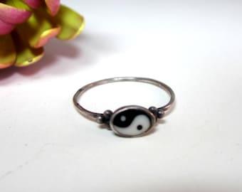 Vintage sterling silver Yin Yang ring Size 6.5