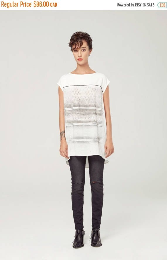 SOLDE VOIE LACTÉE - oversize fluid top, t-shirt, tee-shirt for women - white with deconstruted silkscreen look edgy and grunge
