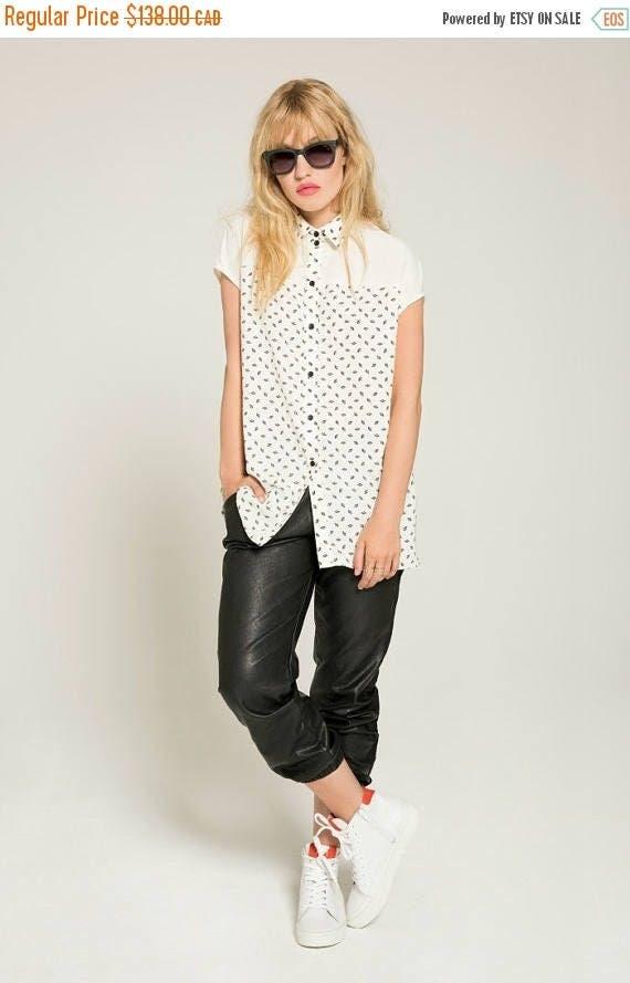 SOLDE LES ÉTOILES - oversize shirt, blouse for women - white with paper fans prints