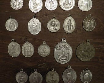 lot of 20 different religious medals in aluminium G