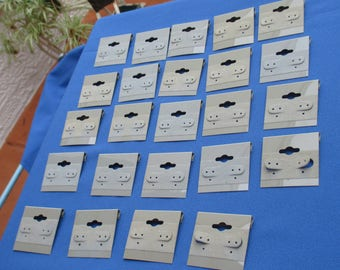 Lot Of Used Grey Velvet & Plastic Earring Display Cards TLC