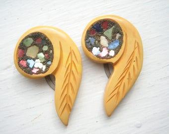 Vintage Bakelite dress clips (pair), hand carved bakelite, Bakelite coat clips, Bakelite fur clips, vintage coat clips, pair of dress clips