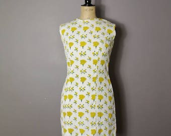 Yellow floral 60s dress / white fitted 60s shift dress / 60s pencil dress / vintage white pencil dress with yellow flowers / size 10