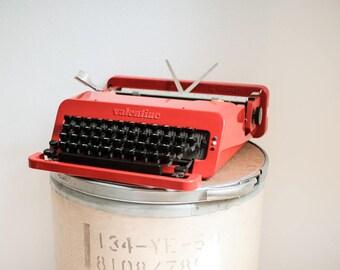 Typewriter Olivetti Valentine by Ettore Sottsass - QWERTY - 1970