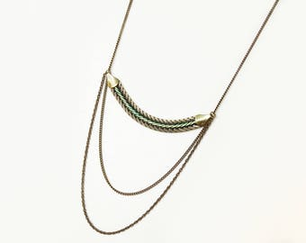 Green necklace with enamel chain