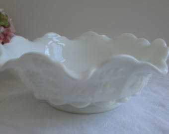 "Vintage WESTMORELAND Milk Glass Paneled Grape 10"" Bowl"