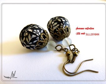 Nice pair of earrings textile black printed white