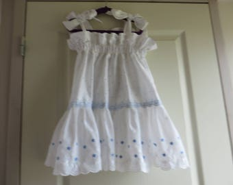 Dress 'Bohemian' in white with light blue eyelet (1-2 years)