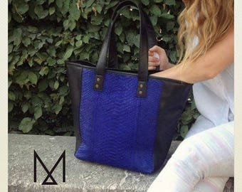 """Tote bag in black leather & blue python pattern """"Panama"""""""