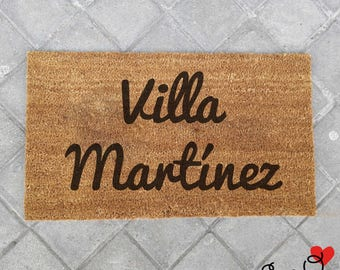 "Customizable ""Villa"" doormat with family name"