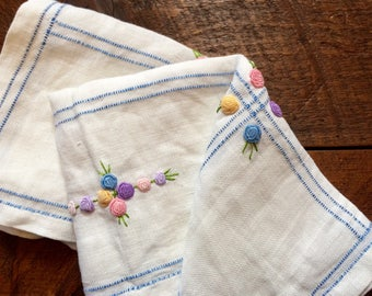 Vintage Embroidered Tablecloth - Vintage Linens - Needlepoint - 1950's - Floral Embroidery - Vintage Home