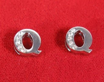 """BULK! 30pc """"letter Q"""" 8mm slide charms in antique style silver (BC1375-Q)"""