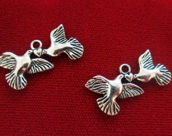 """BULK! 30pc """"birds with heart"""" charms in antique silver style (BC373B)"""
