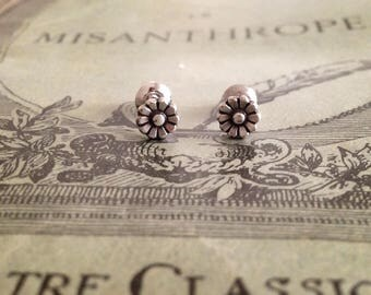 Tiny daisy flower antique silver stud earrings