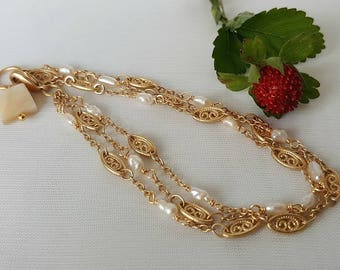 Bracelet - Gold Chain With Pearls