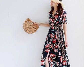 La Chic Parisienne Collection floral V collar chic dress
