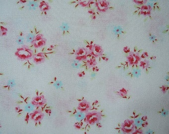"Fat Quarter of Lecien Floral Collection Princess Rose Small Rose Bouquets on White Background. Approx. 18"" x 22"" Made in Japan"
