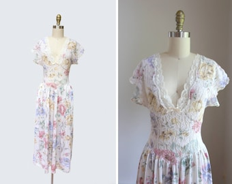 1970s Deep V Lace Nightgown { XS-S } Vintage 70s Floral Slip