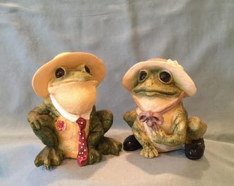 Stone Critters Mr and Mrs Bullfrog Couple Figurine Set. Large Hand Painted Country Green Frogs Office, Desk, Home Decor Potted Plant Accent
