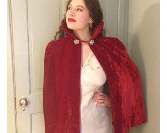 Stunning 1930s vintage red silk velvet cape with decorative diamanté fastening and fabulous trapunto embroidered quilted collar
