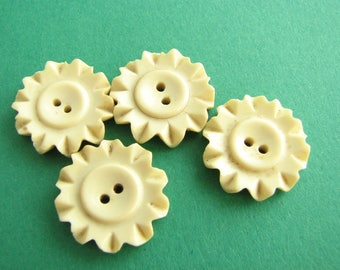 4 small casein buttons, off white flower buttons, vintage buttons 16 mm - 5/8""