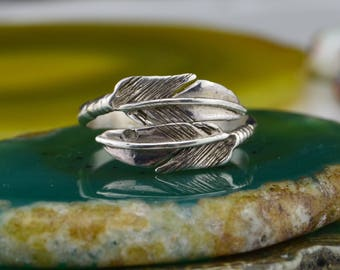 Stunning Navajo crafted sterling silver adjustable feather ring