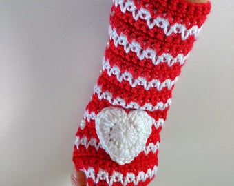 Spike Stitch Crochet Hand Warmers Finger-less Mittens With Hearts And Button Closure