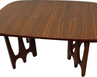 Broyhill Brasilia II Pedestal dining table - a stunning addition to any dining room!