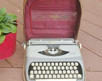 Vintage Royal Royalite Typewriter With Carrying Case | Retro Royalite Portable Typewriter | Traveling Typewriter