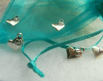 Set of 5 small heart pendant complete with a small flower