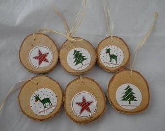 Noel09 - 6 Christmas ornaments in wood and red and green Christmas patterns