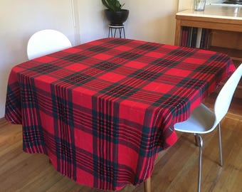 "Oval Plaid Christmas Tablecloth 92""x56"""