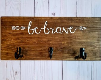 BE BRAVE Arrow 》Painted Wood Sign with Hooks《 Nursery/Baby/Kids Room