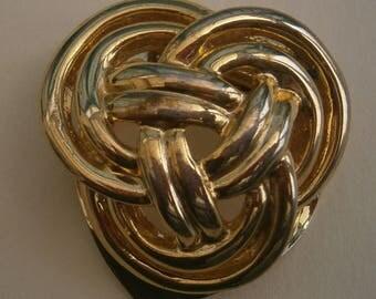 D166) A lovely vintage gold tone metal Celtic knot brooch scarf clip