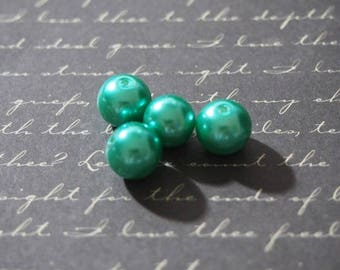 4 round green 10mm glass pearls