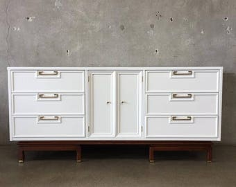 Mid Century American of Martinsville Restored Nine Drawer Dresser (HRL8LQ)