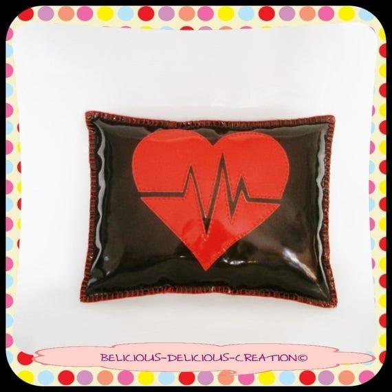 Original cushion Deco! HEART BEAT! faux leather shiny, red black size: 38cm x 29cm belicious delicious creation