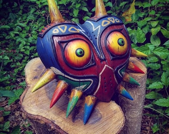 The legend of Zelda: Majora's Wearable Wood-like mask , Zelda collectible