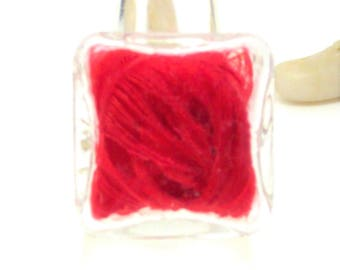 Ring globe square red feathers
