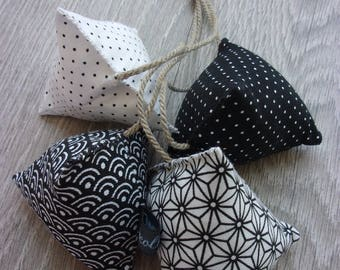 """Humbugs deco """"Yin and Yang, the back!"""". Set of 4 stuffed. Black and white tones. Decorative gift for her."""