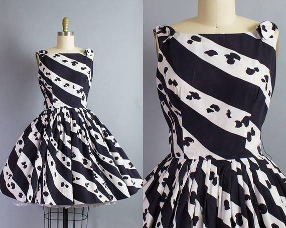 1950s Black and White Print Dress/ Small (35B/26W)