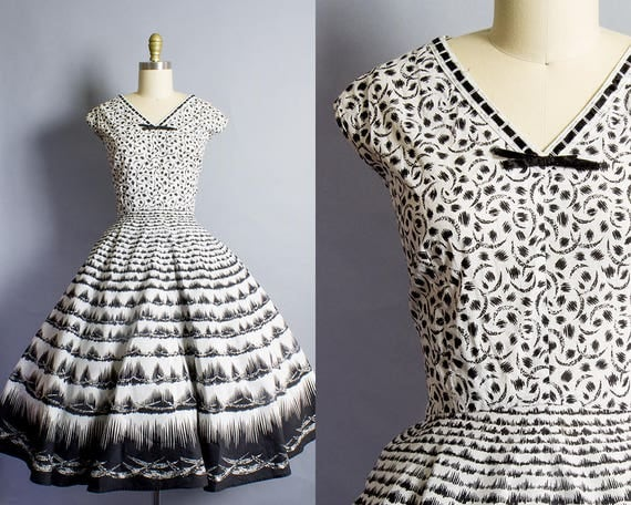 1950s Black and White Graphic Dress/ Large (42B/31W)