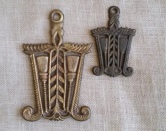 Rustic Iron Trivets 2 Vintage Metal / Brass Trivets Leaf & Broom Design With Handles Matching Metal Trivets