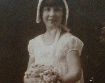 Vintage Photo.Communion photo.1920s.Foto de comunión.Art Deco.Girl.Vintage lace.Catholic.Ephemera.Religious.Communion dress.Sepia.