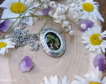 Real Flower Necklace resin jewelry nature inspired necklace magic forest real plant jewelry nature jewelry Medallion for photo clover  Irish